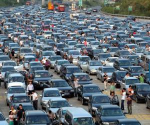 交通部:春节小客车高速通行继续免费