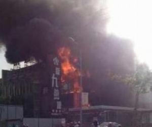 上海祁连山路一酒店着火 事发时正停业装修